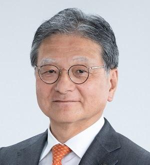 Yanase Picks Kazutaka Yoshida to Be Next Company President